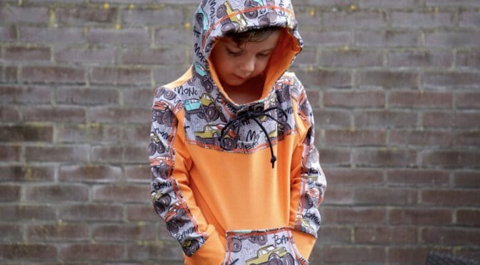 Een outfit met monstertrucks